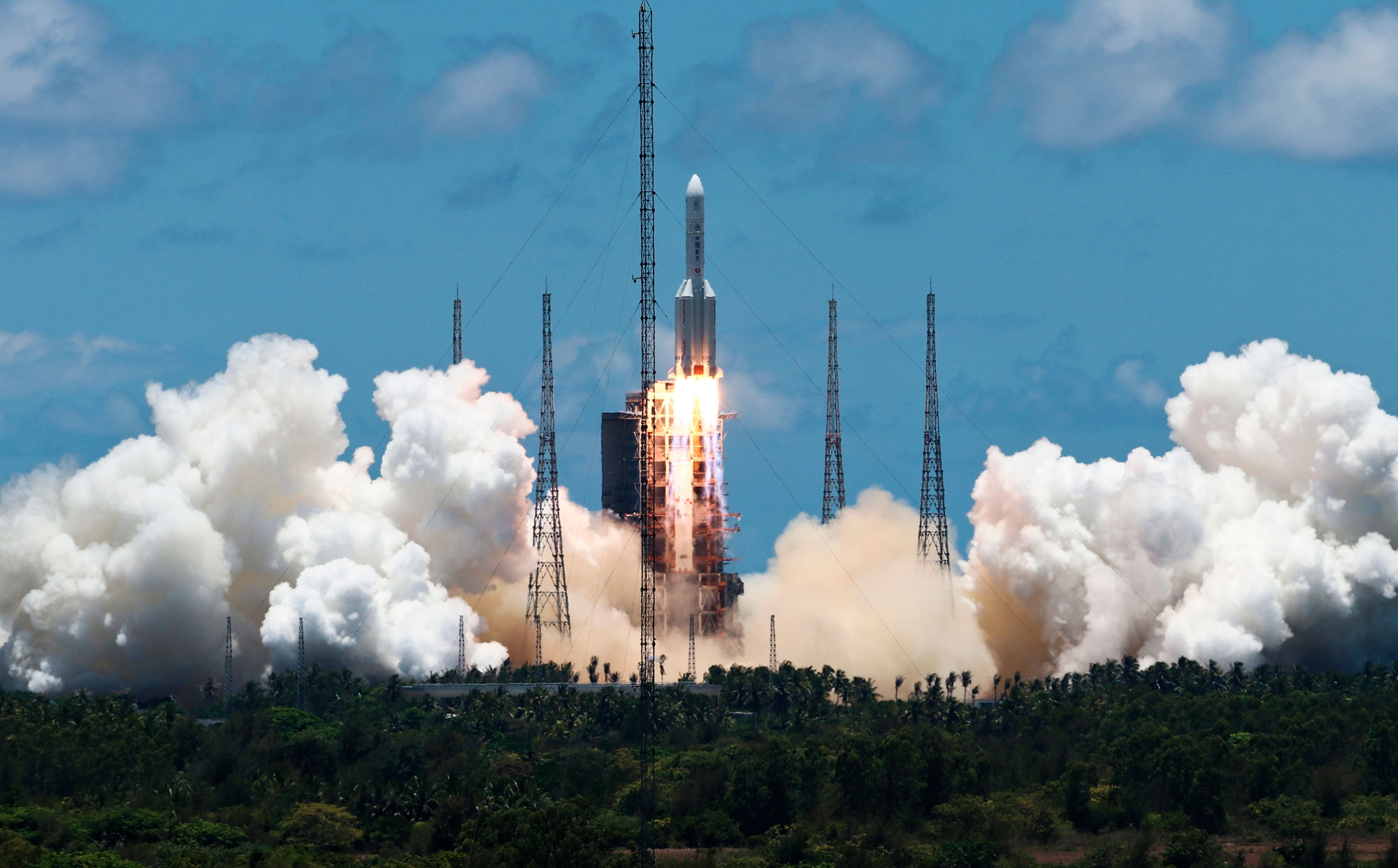 中国、火星探査機「天問1号」の打ち上げに成功