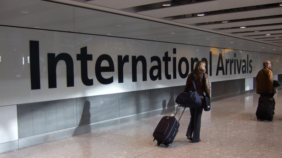 英内務省、人種差別的なアルゴリズムによるビザ申請審査を中止