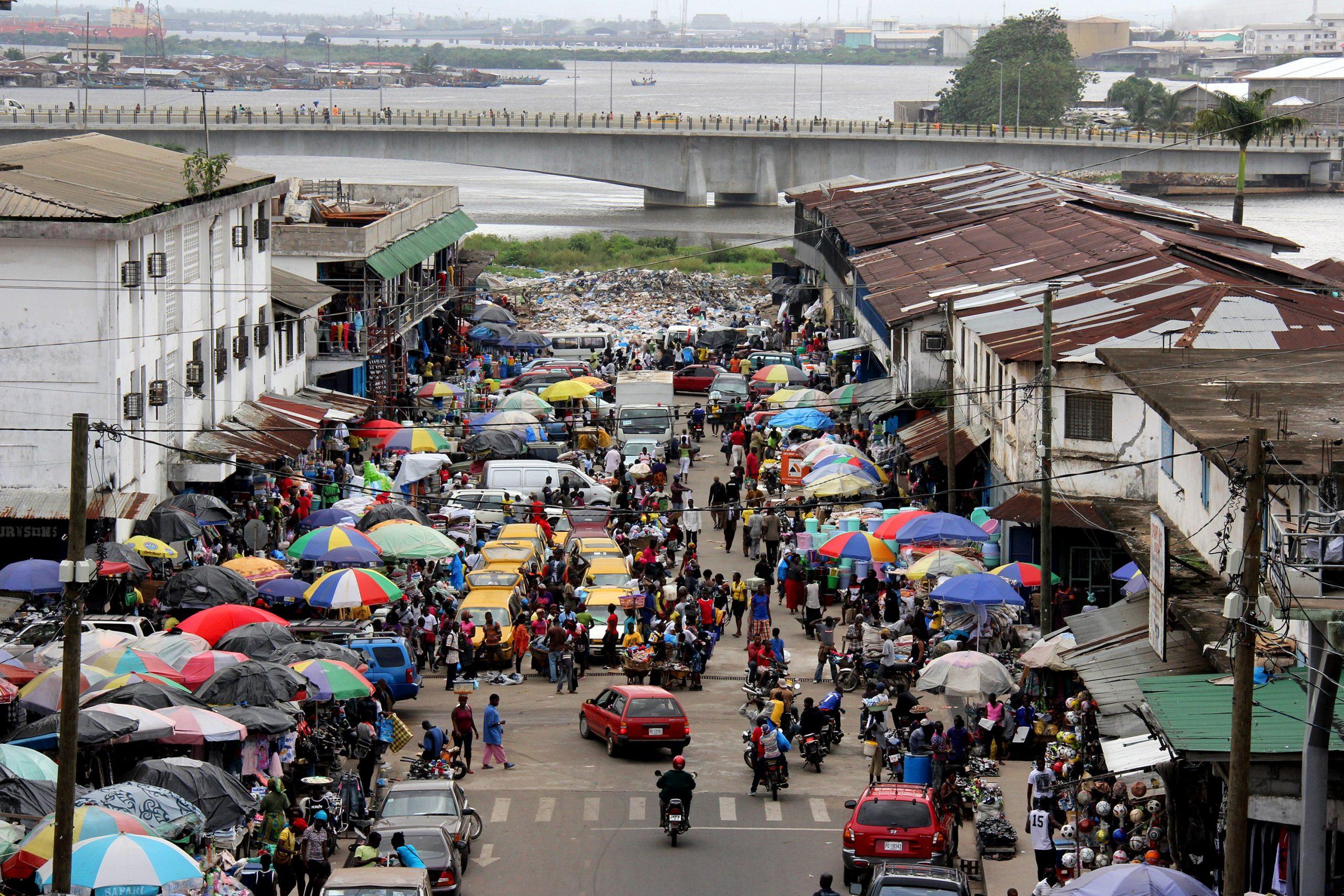 エボラを経験したリベリアが直面する「新型コロナ陰謀論」問題