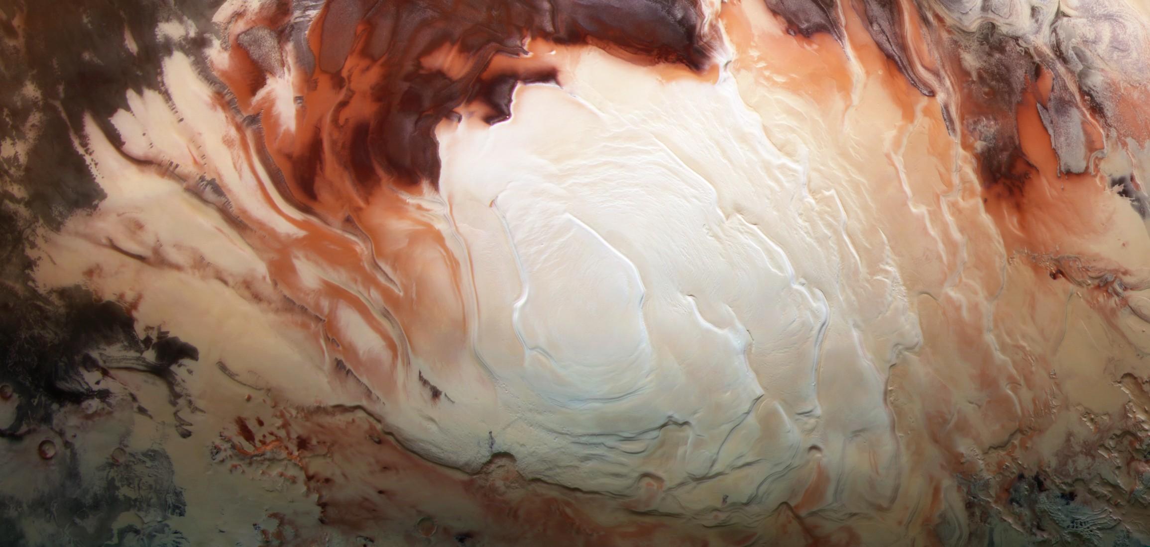 火星の南極に新たな地下湖、生命体が見つかる可能性も
