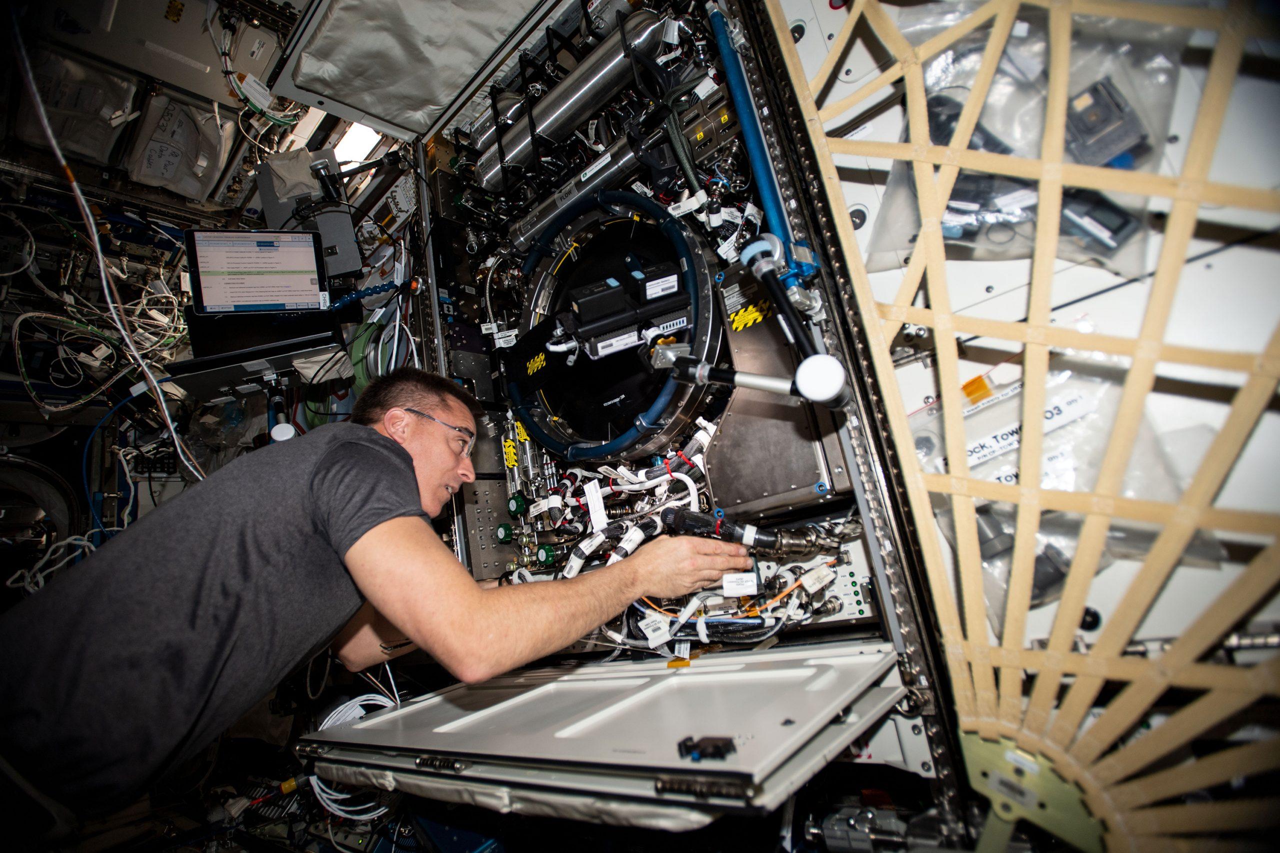 ISSで再び原因不明の空気漏れ、乗組員が発生場所を調査中