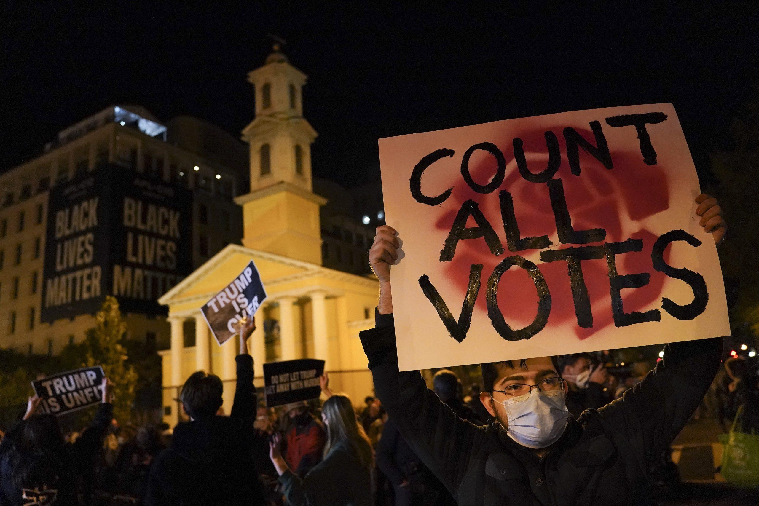 「想定内」のトランプ勝利宣言、ソーシャルメディアの対応は?