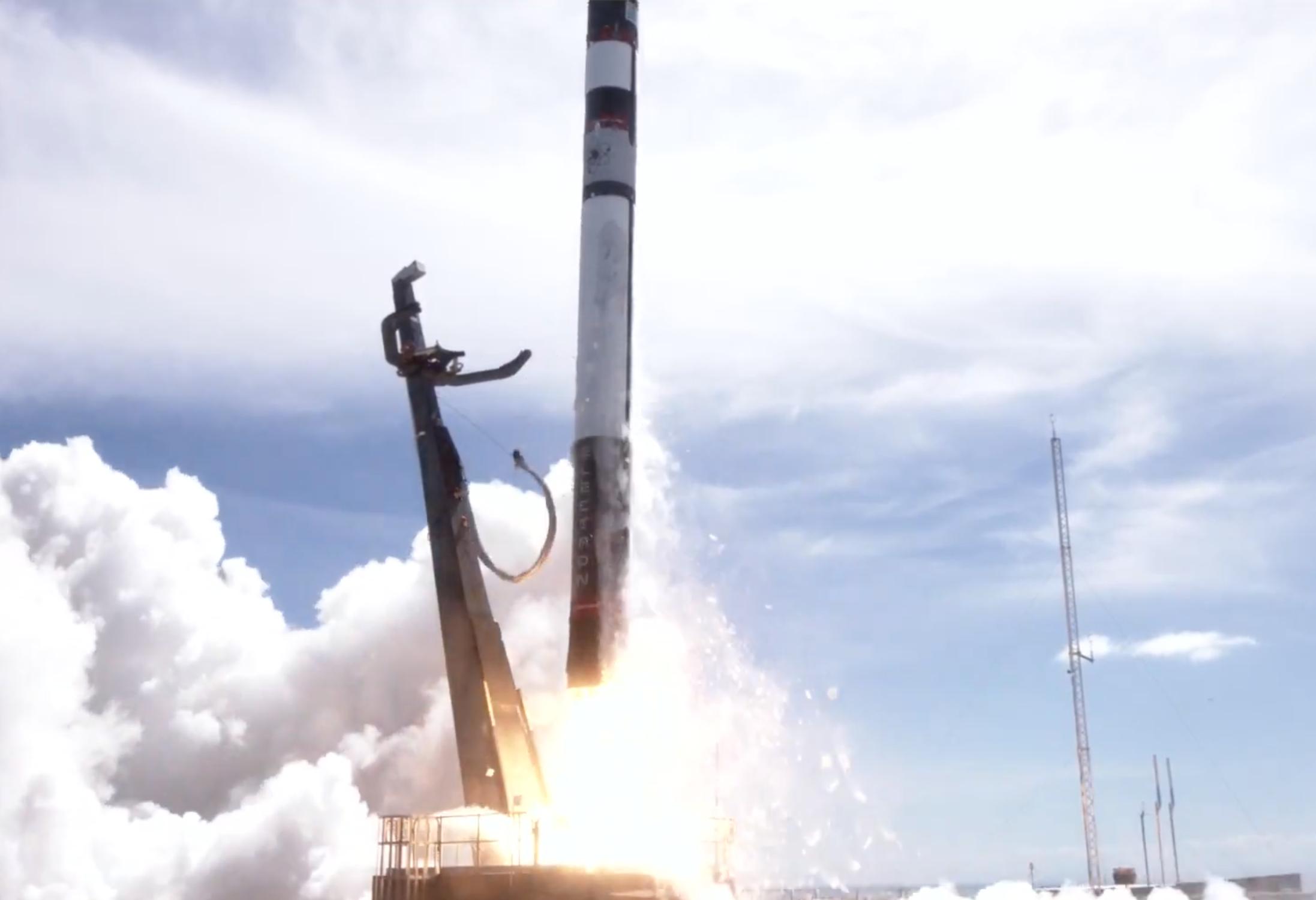 3Dプリントのロケット・ラボ、初のブースター回収に成功
