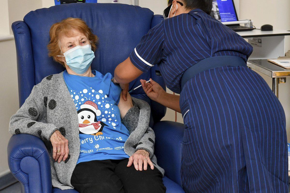 英国、ファイザーの新型コロナワクチンの接種を開始