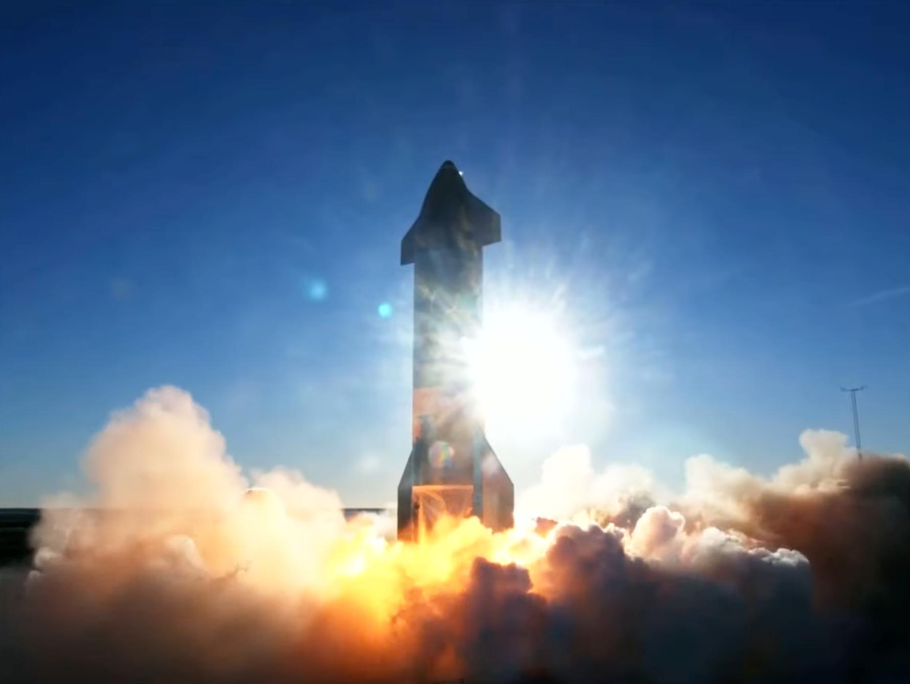 スペースX、「スターシップ」試作機で高度12.5キロの記録達成