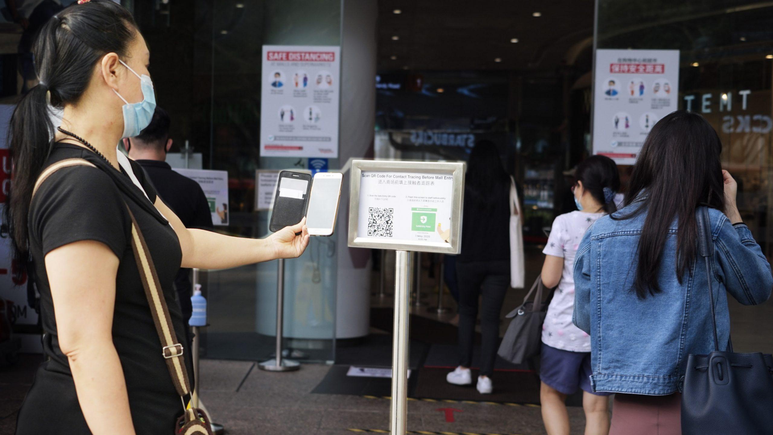 接触追跡アプリ8割普及のシンガポール、目的外利用で揺らぐ信頼