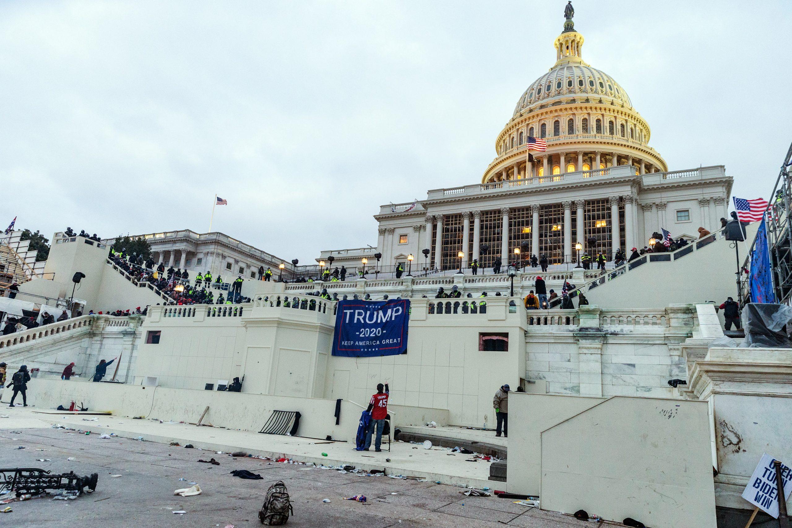米議事堂襲撃事件、その前後 警察はどう動いたか?