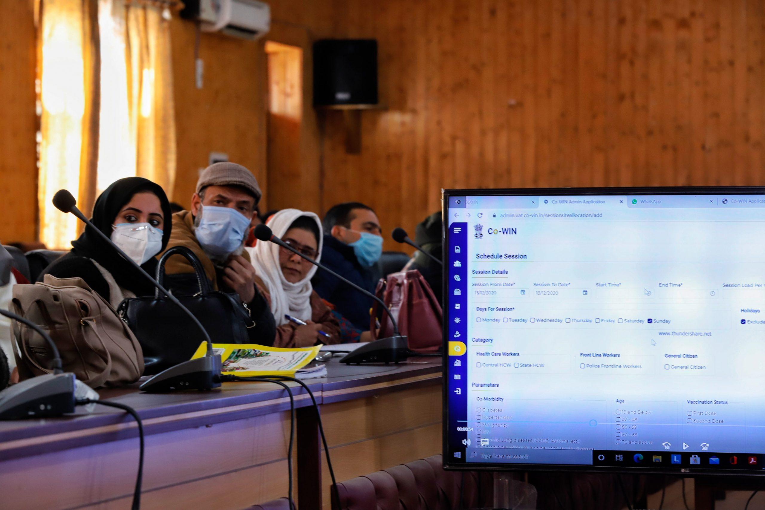 8月までに3億人接種、インドの一大計画を支えるソフトで不具合