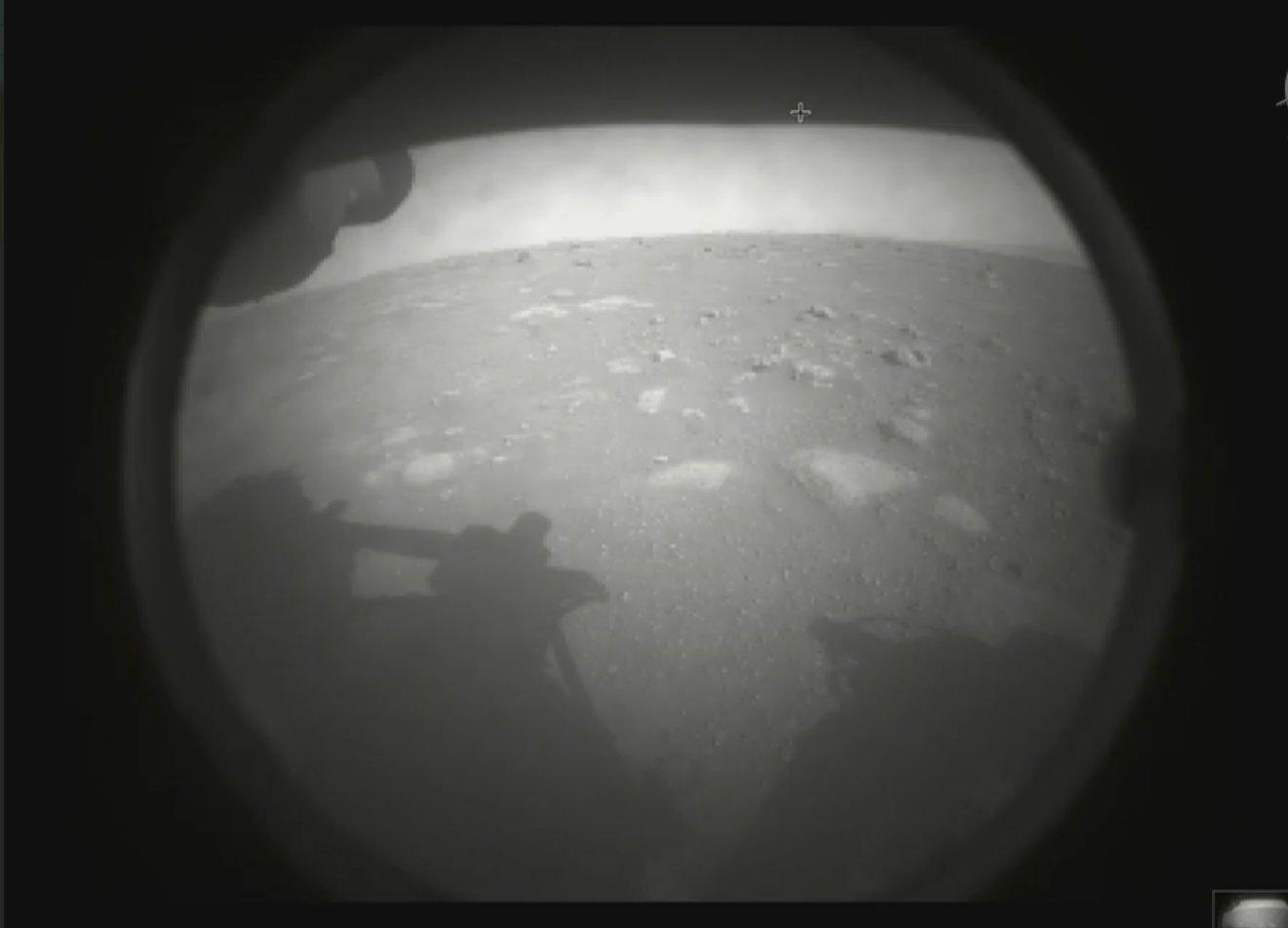 NASA探査機「パーサビアランス」が火星に着陸、生命探索を開始へ