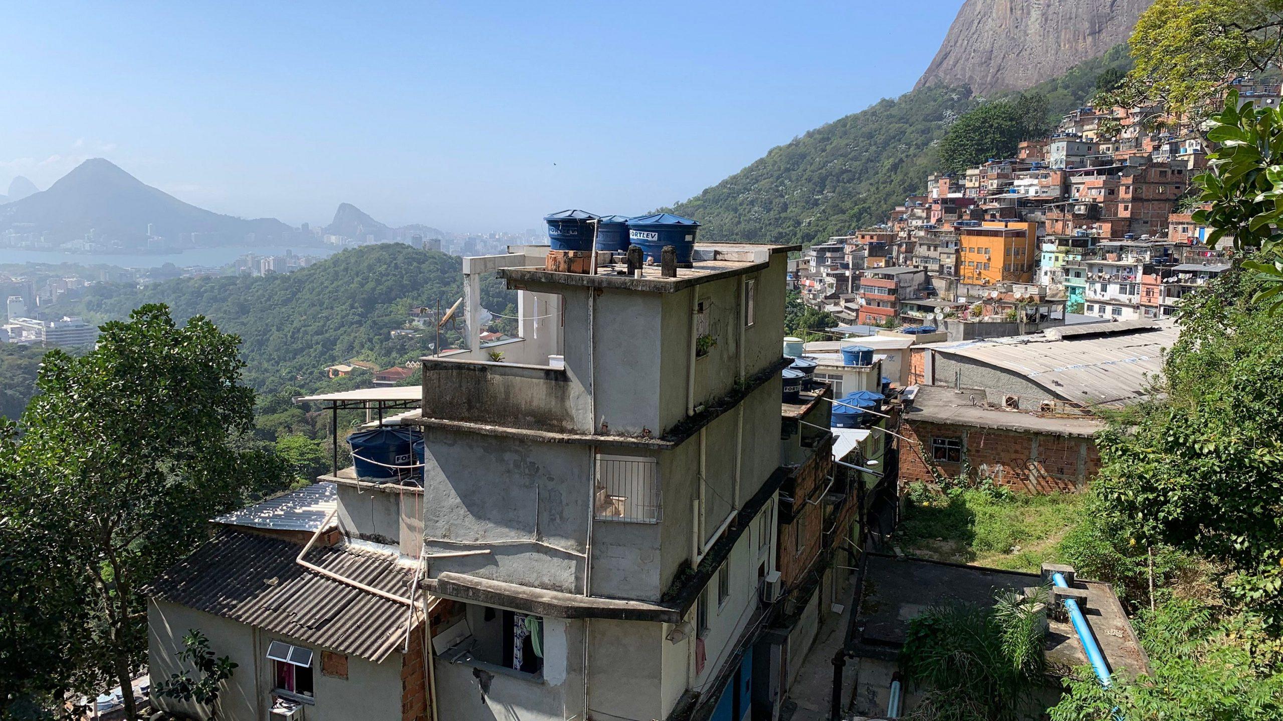 リオ最大のスラム街で始まったデジタル化、都市の貧困問題に挑む