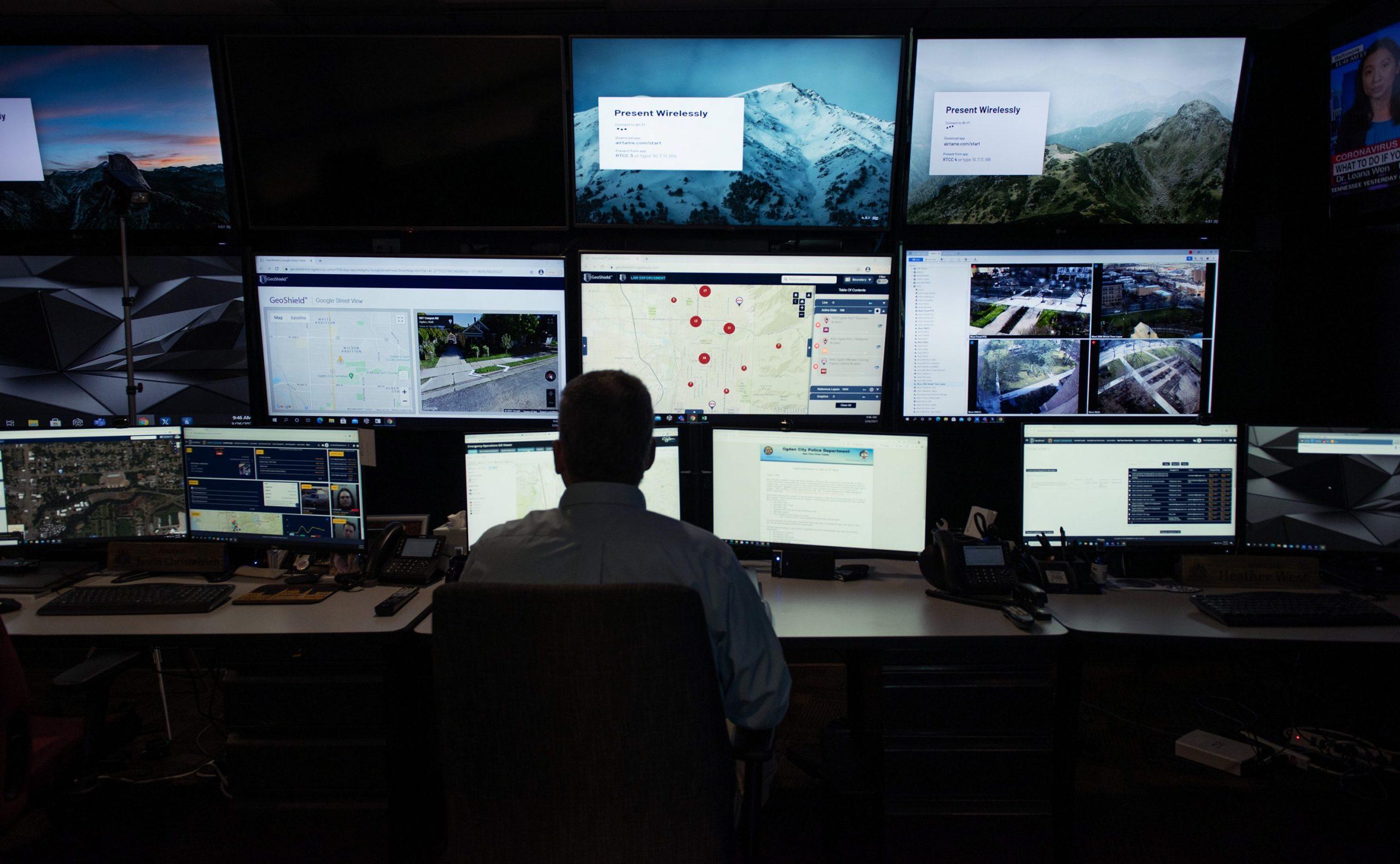 ドローン、ナンバー監視—— 米警察組織に広がる ハイテク捜査チームの内側