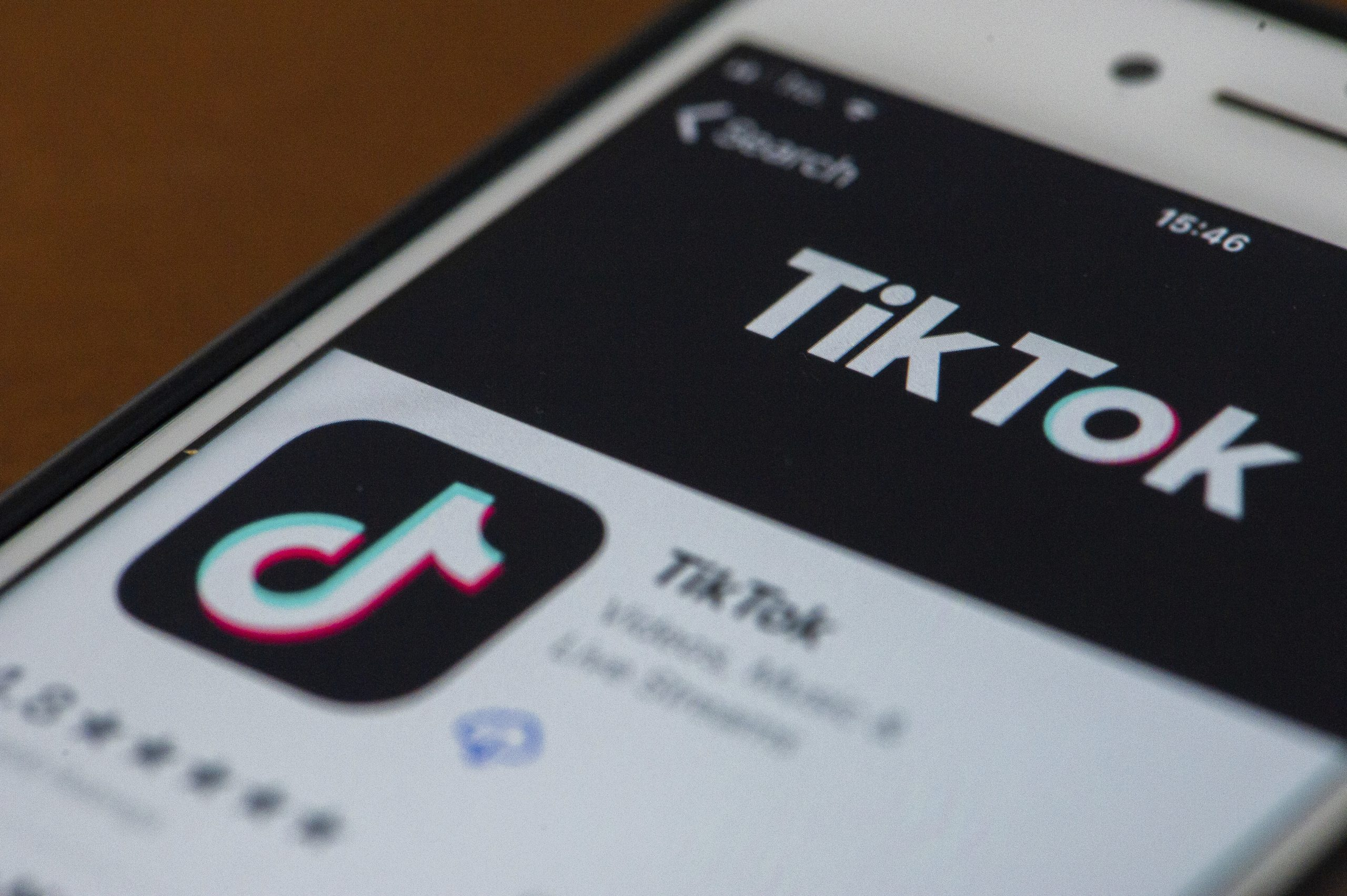 ティックトック、一部ユーザーの顔を無断で「盛って」配信