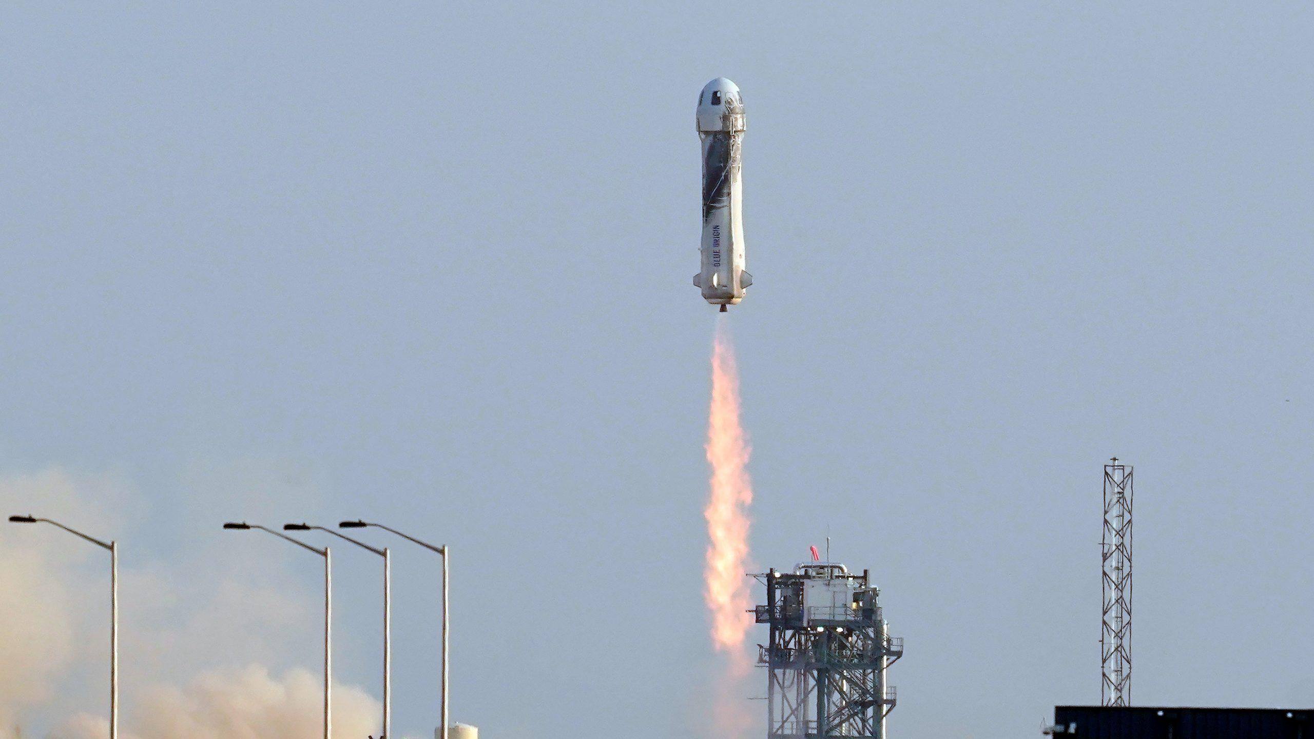 アマゾン創業者も宇宙へ、ブルーオリジンが商業宇宙旅行に成功
