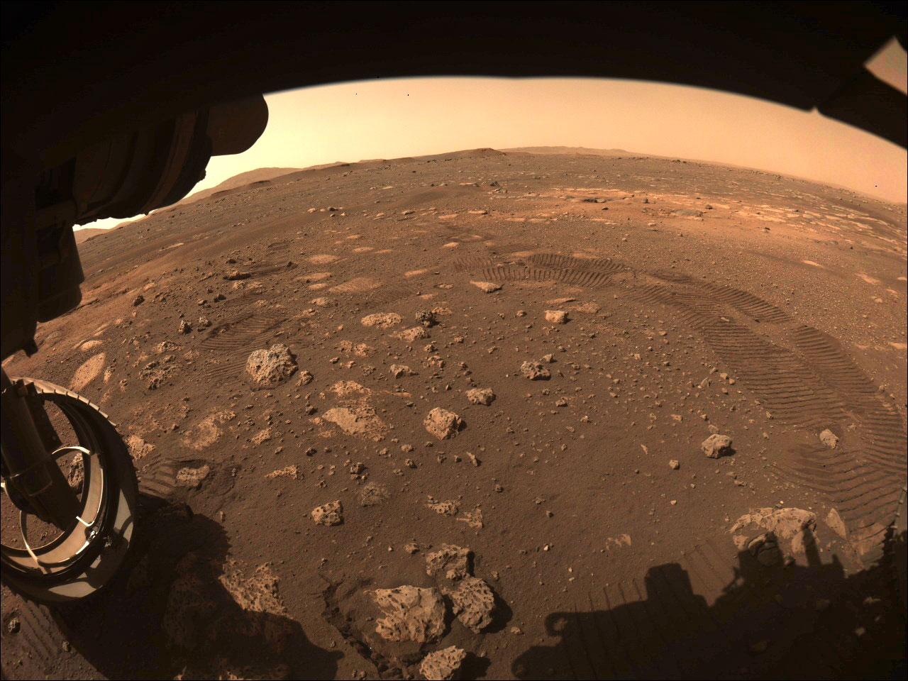 NASA火星探査車が岩石のサンプル採取に成功、史上初