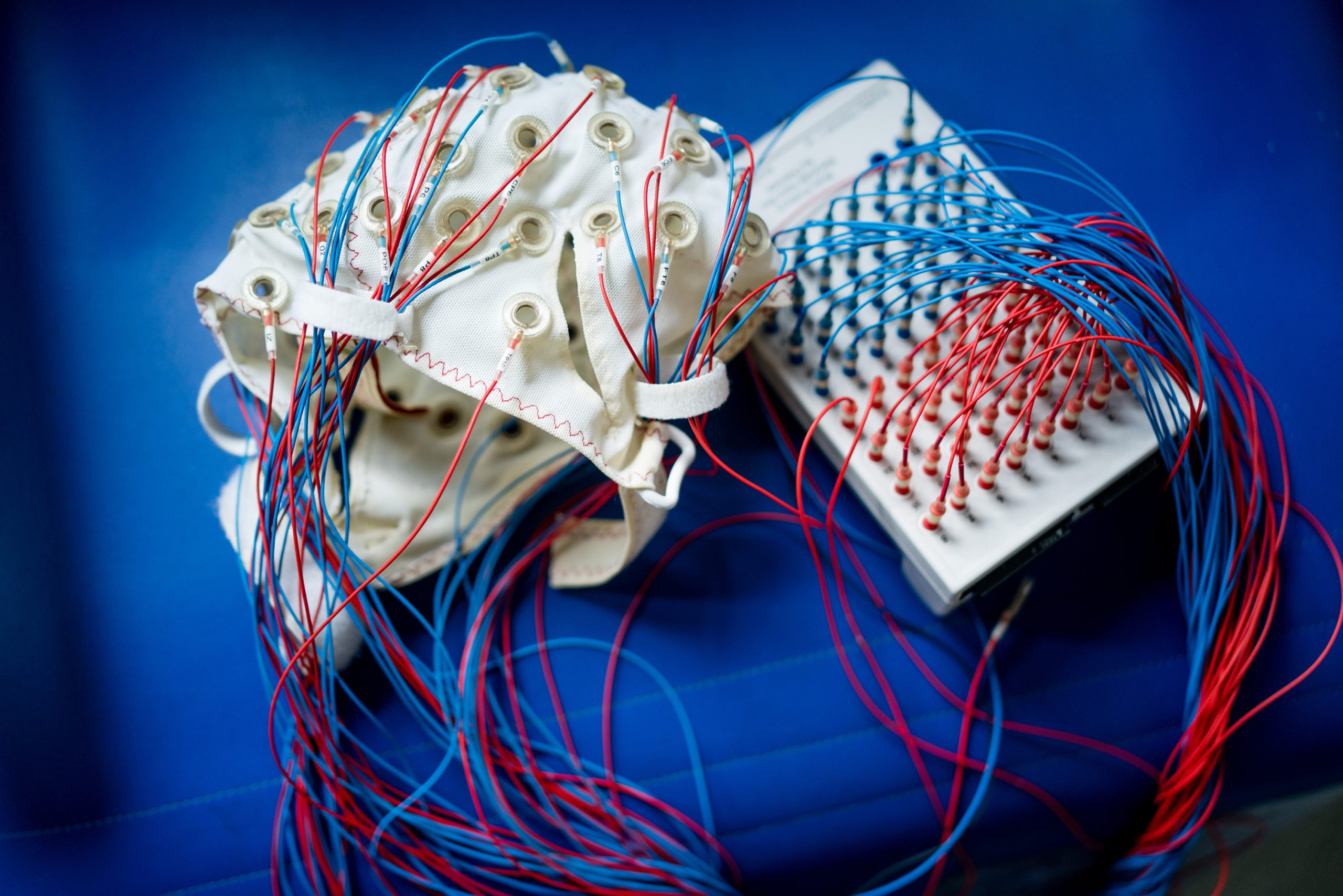 無反応患者に意識はあるか? イタリア人科学者が作った 最も正確な「意識計測機」