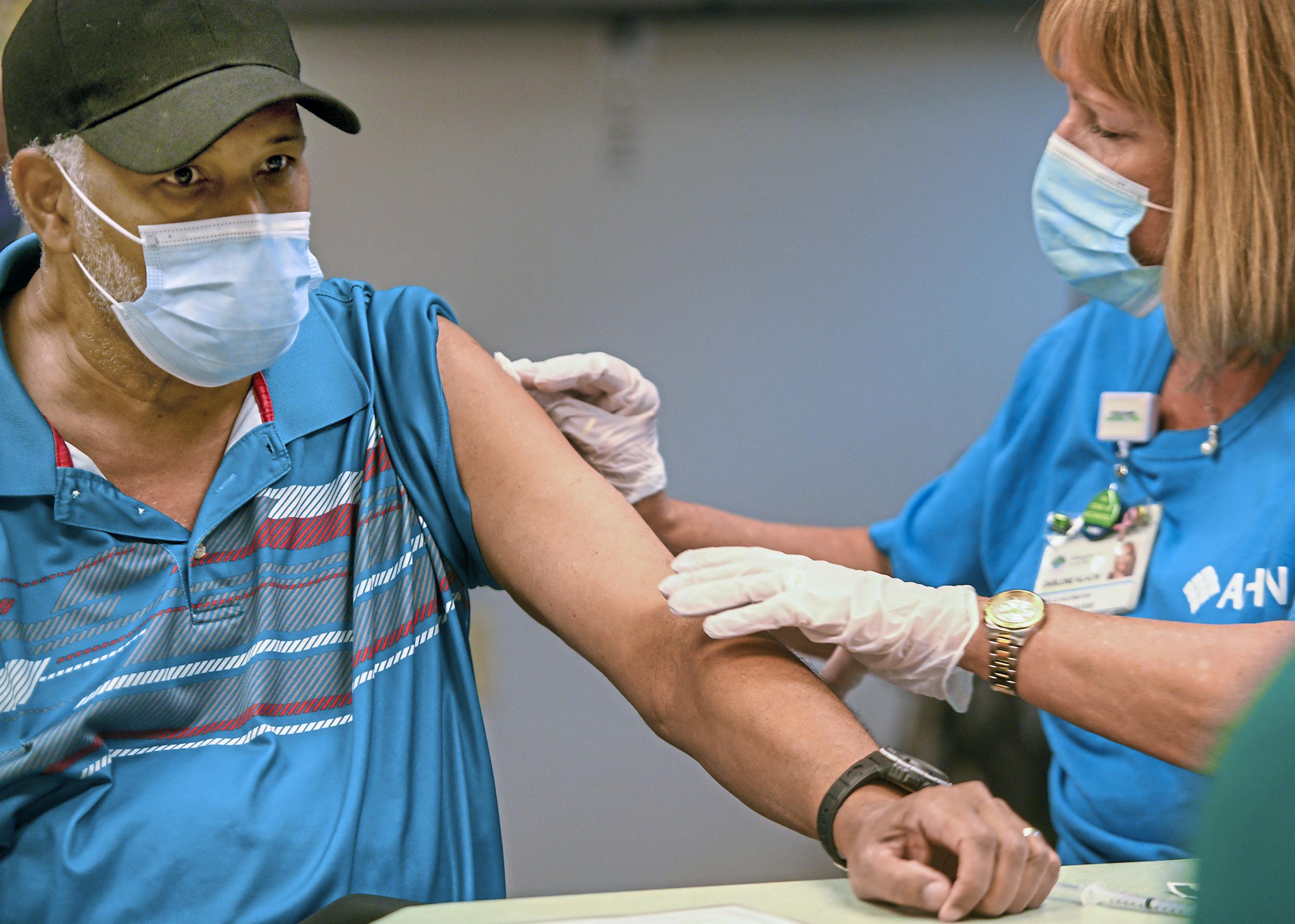 米国でワクチン「ブースター接種」開始へ 高齢者など対象